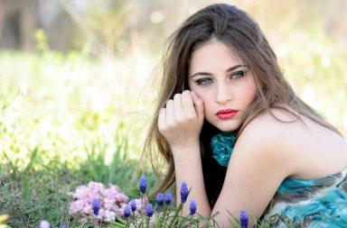 girl-1532733_1920-384x253