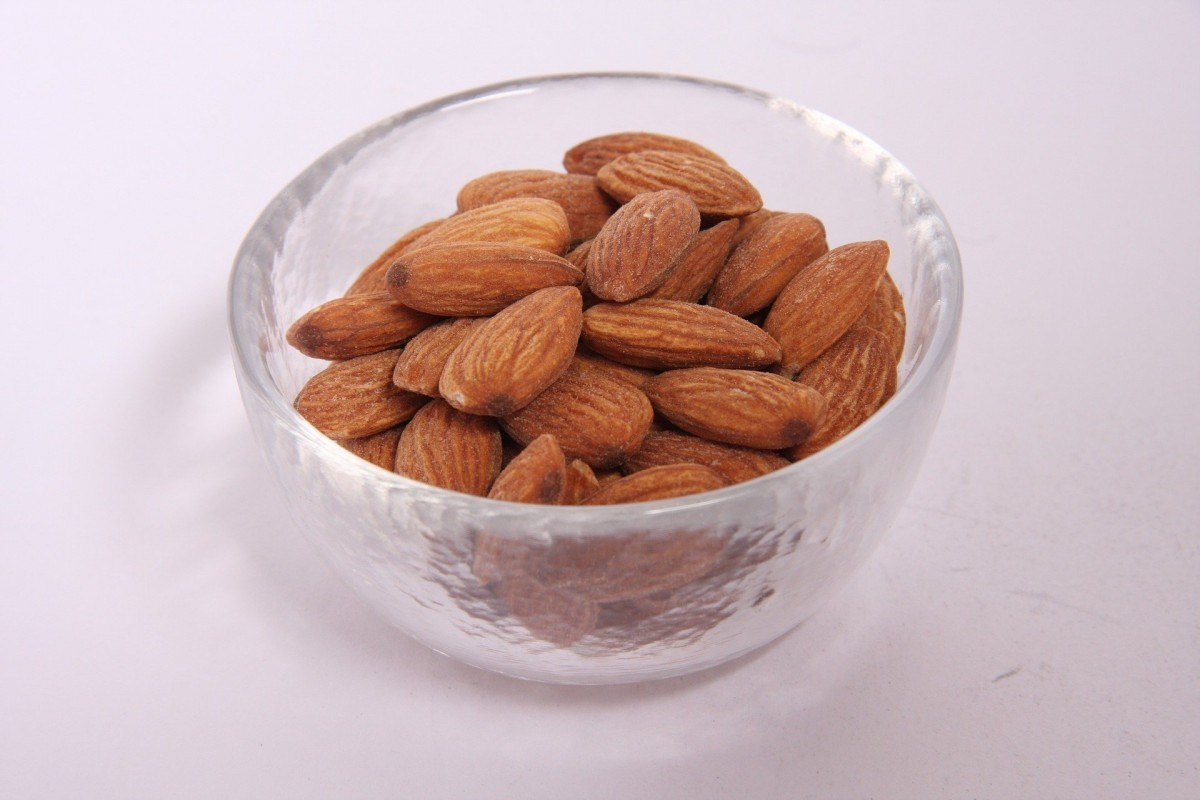 almonds-929401_1920
