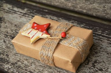 gift-1760869_1920-384x253