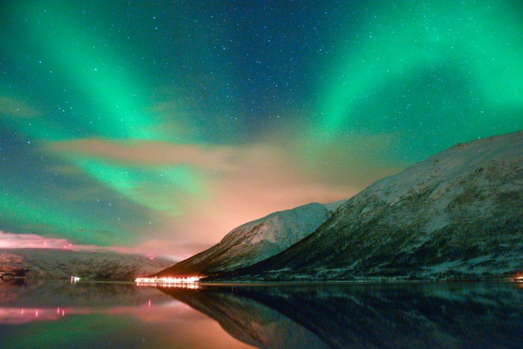 życie-w-Norwegii-zorza-polarna-1024x683
